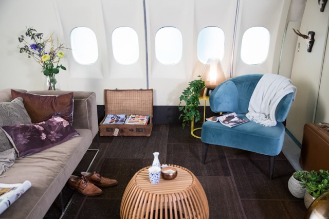 airbnb-KLM-plane-apartment-designboom-03
