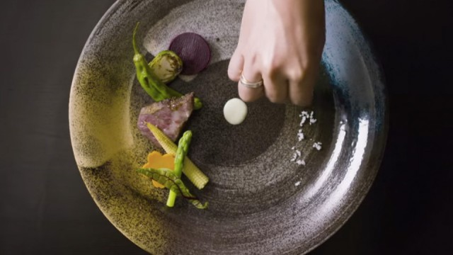 Netflix-Series-Trailer-│-'Chef's-Table'-Directed-By-David-Gelb-swipelife