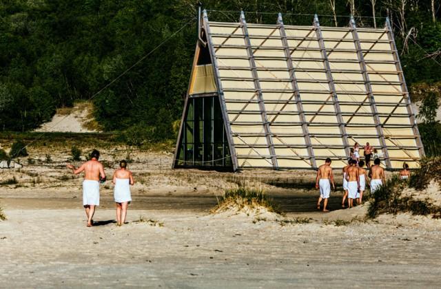worlds-largest-sauna-agora-salt-festival-norway-designboom-03