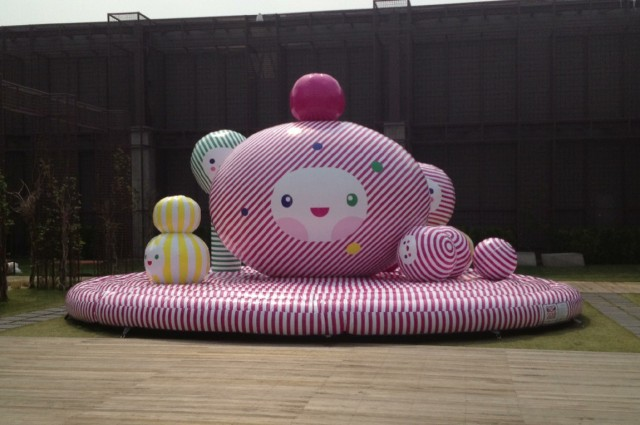 """HAPPY GIFT"" IN SEOUL KOREA, COMMISSIONED INSTALLATION BY THE HYUNDAI FAMILY, KORE-1"