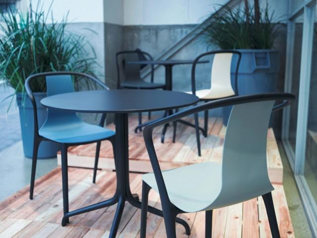 vitra-jo-nagasaka-blue-bottle-installation-tokyo-designboom-11