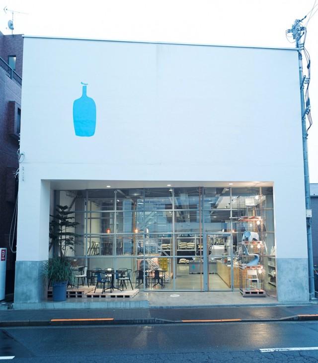 vitra-jo-nagassaka-blue-bottle-installation-tokyo-designboom-01-818x933